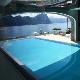 <p>Infinity-Pool im Spa-Bereich des Hotels.</p>
